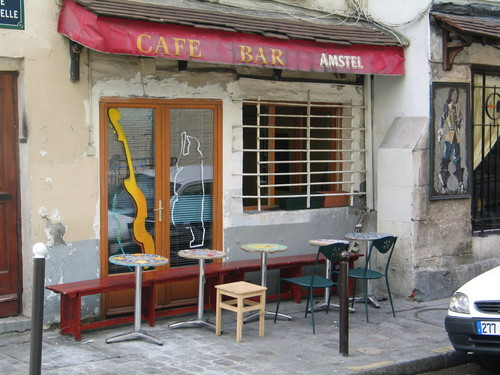 Montmartre drinking establishment