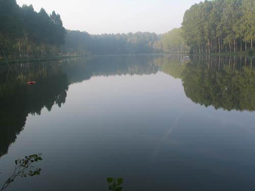 Loeuilly Lake at sunrise