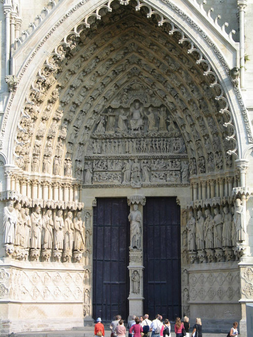 The central arc of the front of the Amiens Cathedral in daylight